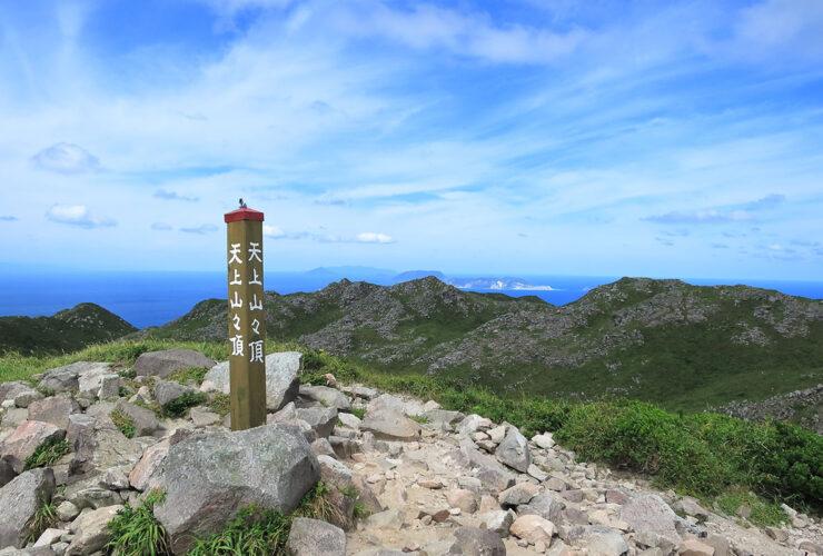 天上山(572m)の頂上からの眺め 神津島観光協会提供