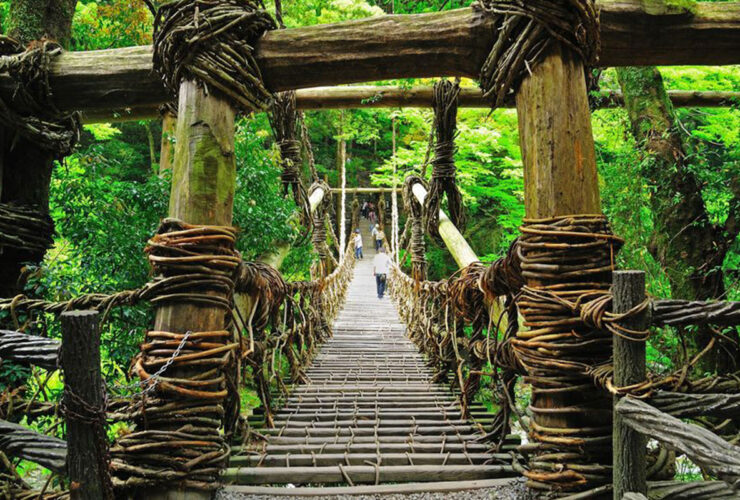 祖谷のかずら橋(国指定重要有形民俗文化財)