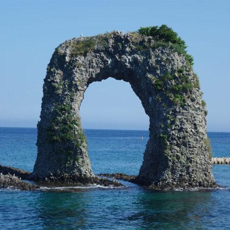 奥尻のシンボル・なべつる岩